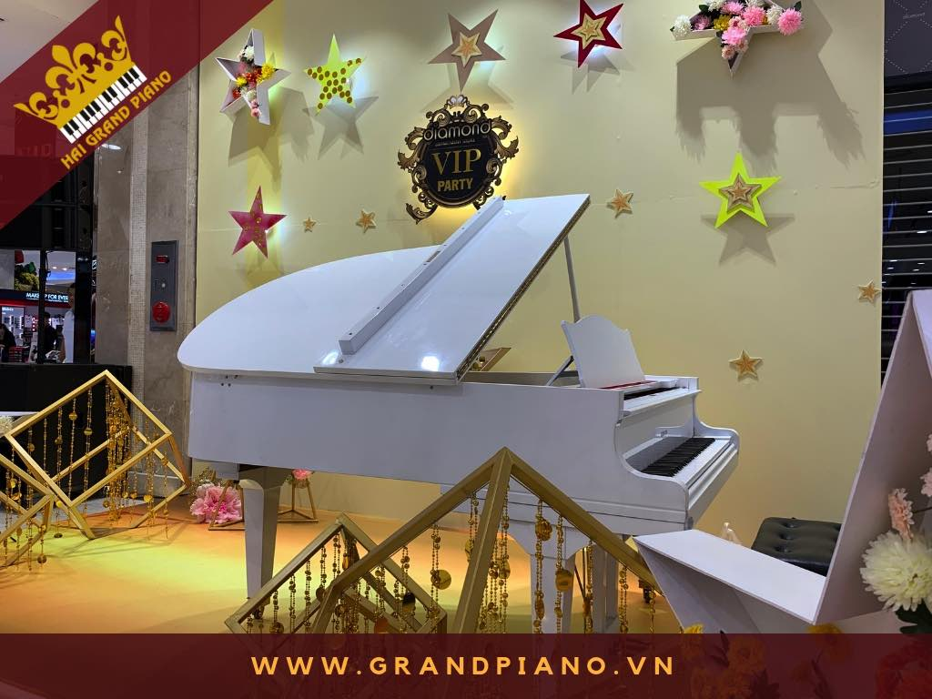 GRAND PIANO WHITE EVENT DIAMOND 2019